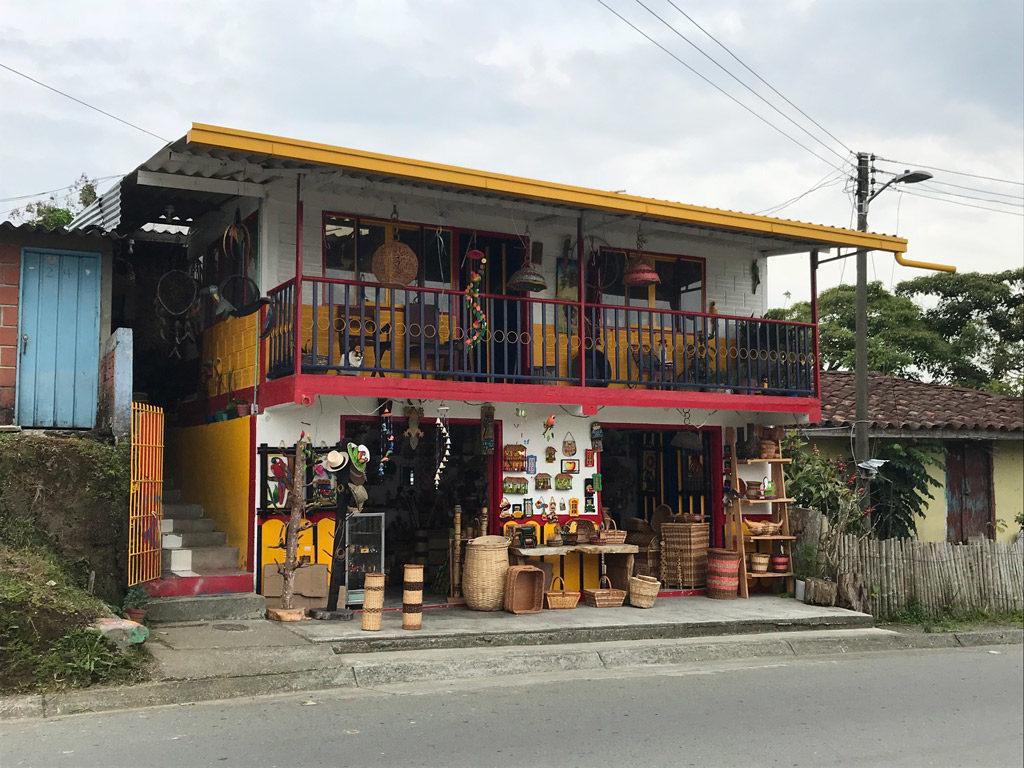 Une boutique de vannerie à Filandia
