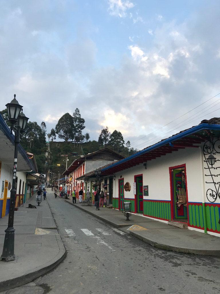 La rue principale de Salento en Colombie