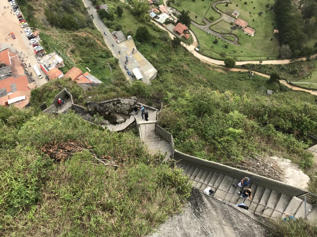 Montée des marches de la Piedra del Peñol à Guatapé
